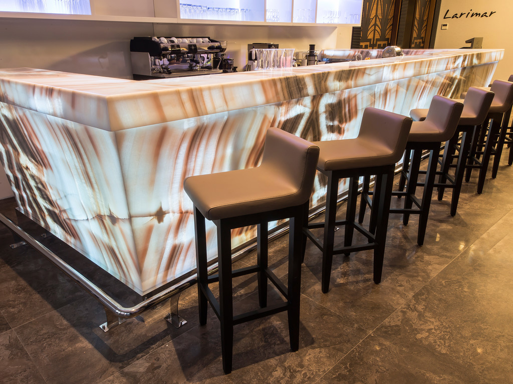 Morganite Lounge & Bar