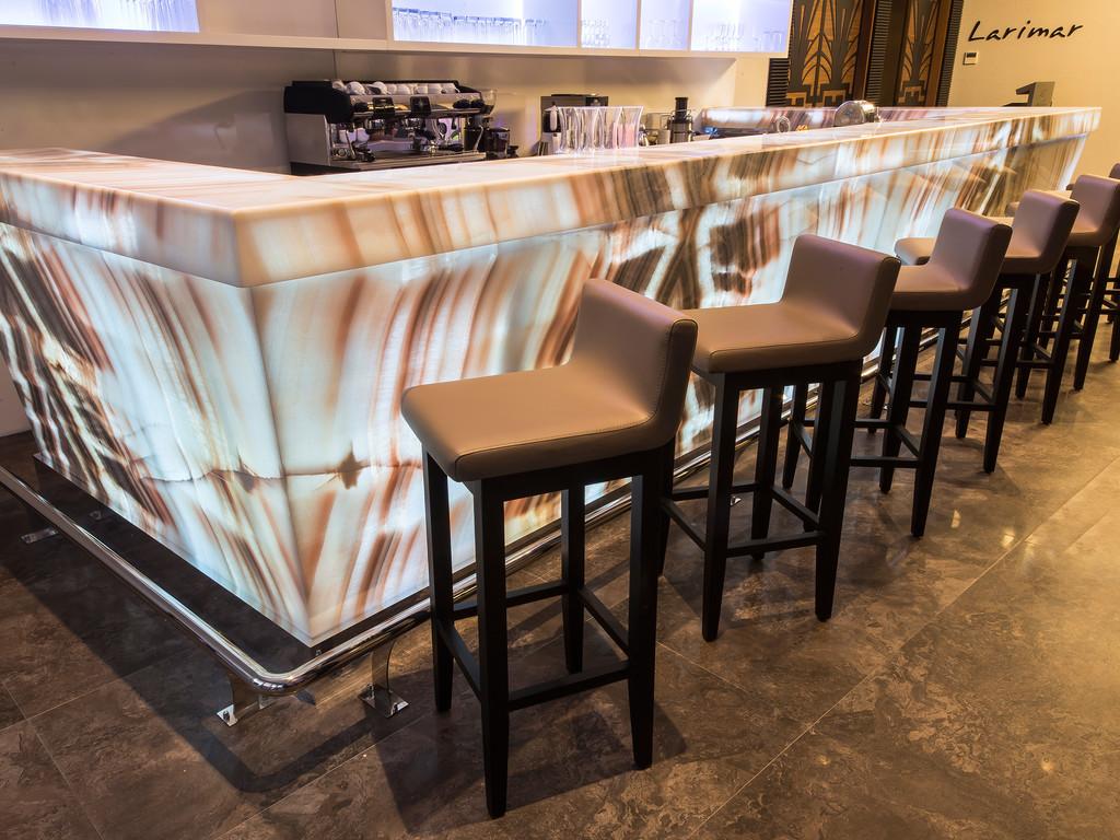 Morganite Lounge & Bar