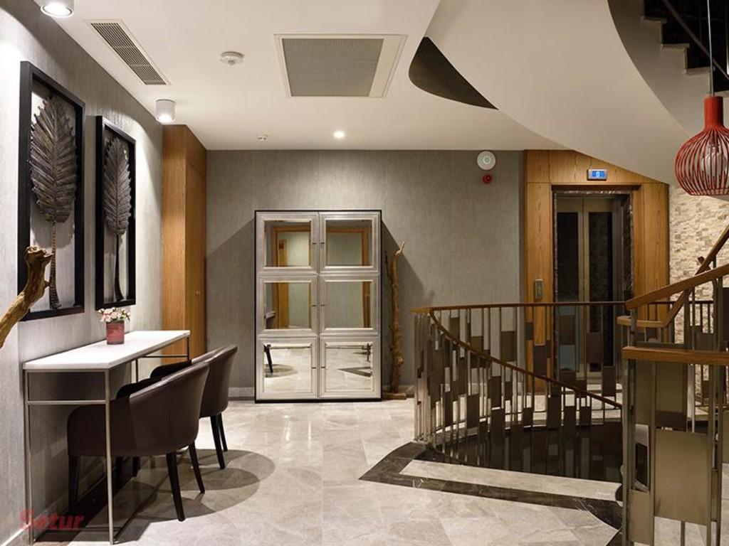 Corridor Regnum Escana Boutique Hotel