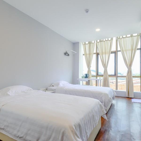 Twin Room With Windows